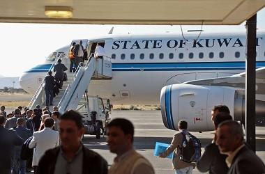 Delegasi pemberontak Houthi menaiki pesawat Kuwait, 4 Desember