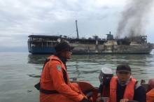 Tiga Awak Kapal Terbakar di Gresik belum Ditemukan
