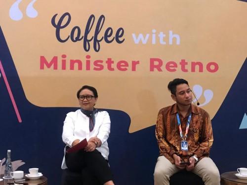 Menteri Luar Negeri RI Retno Marsudi (kiri)