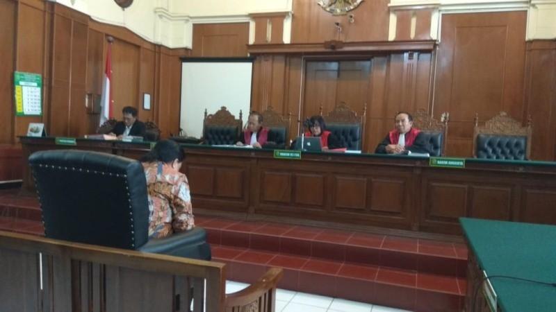 Dimas Kanjeng Taat Pribadi saat menjalani sidang putusan di Pengadilan Negeri (PN) Surabaya, Rabu, 5 Desember 2018. (Medcom.id/Amal).