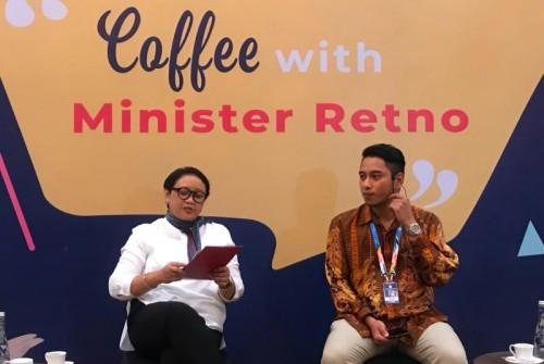 Menteri Luar Negeri Retno Marsudi membahas isu demokrasi dengan