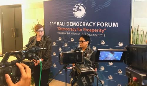 Menlu Australia Marise Payne (kiri) usai melakukan pertemuan