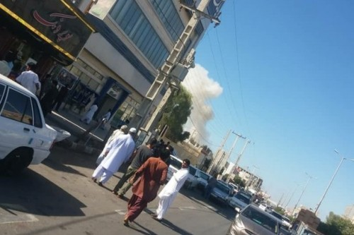 Asap yang membubung dari bom mobil. (Foto: Mehrnews)