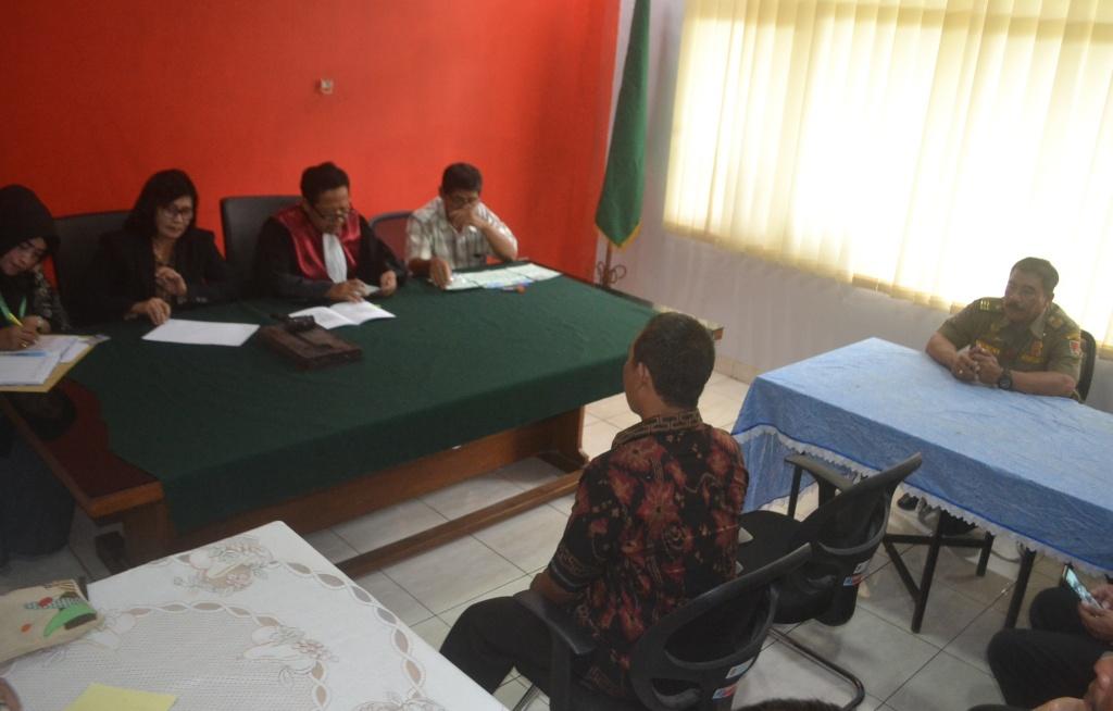 Pelanggar KTR menjalani sidang dakwaan di Kecematan Semarang Tengah, Kota Semarang, Kamis 6 Desember 2018.