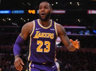 LeBron James Pimpin Lakers Tundukkan Spurs