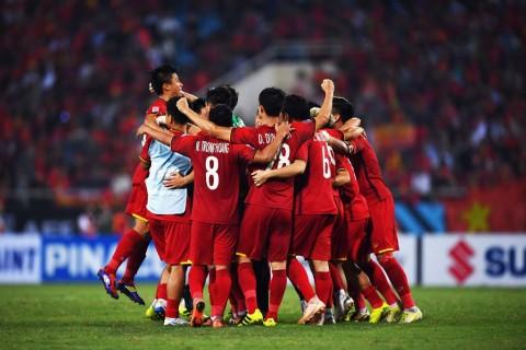 Timnas Vietnam merayakan kelolosan mereka ke babak final Piala
