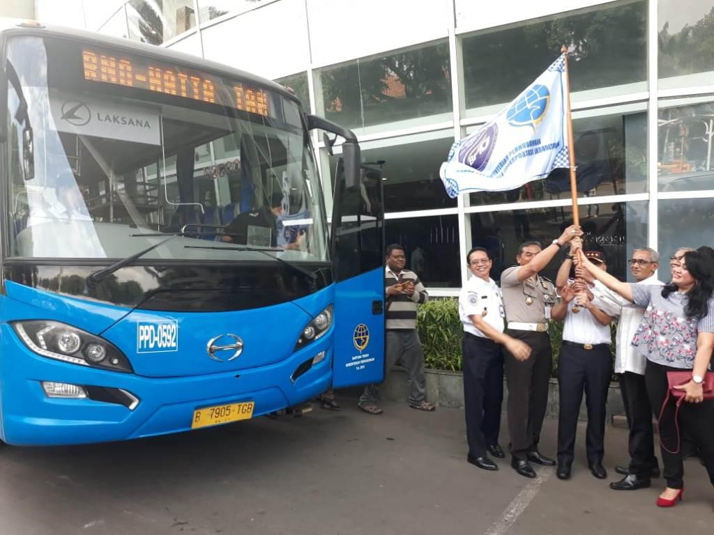 Bus Jabodetabek Airport (JA) Connexion resmi diujicoba untuk mengangkut penumpang dari Kota Tangerang menuju Bandara Soekarno-Hatta (Soetta).