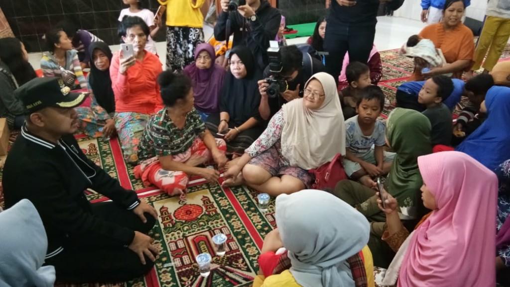 Wali Kota Bogor, Bima Arya Sugiarto, saat meninjau lokasi bencana di Kecamatan Bogor Selatan, Kota Bogor, Jawa Barat, Jumat, 7 Desember 2018.