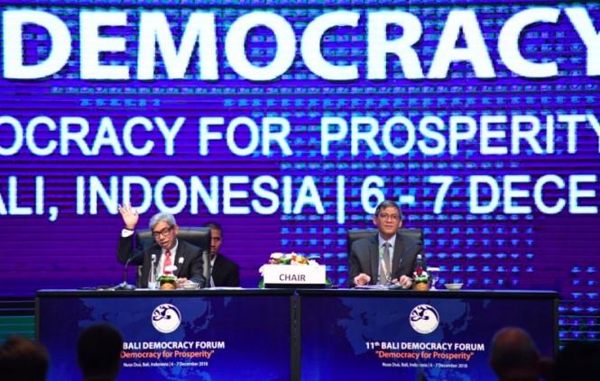 Wakil Menteri Luar Negeri AM Fachir saat menutup Bali Democracy Forum ke-11, di Nusa Dua, Jumat 7 Desember 2018. (Foto: Dok. Kemenlu RI).