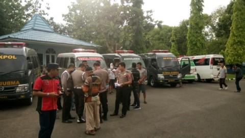 Sejumlah ambulans disiagakan di Lanud Hasanuddin Makassar untuk