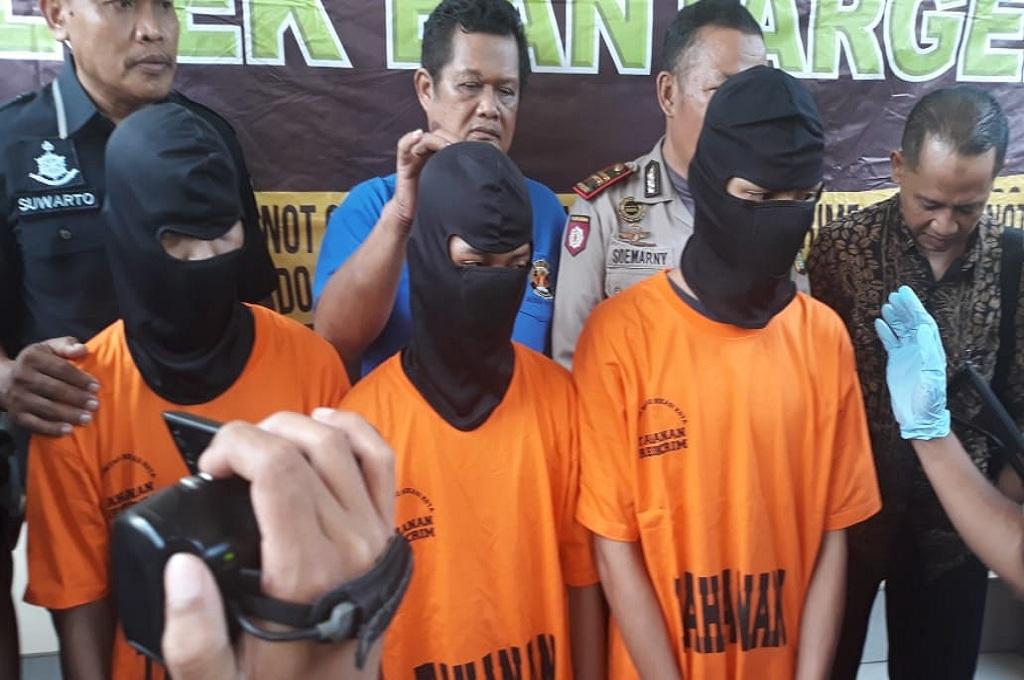 Tiga pelaku begal berusia belasan tahun ditangkap di Bekasi, Jumat, 7 Desember 2018, Medcom.id - Antonio
