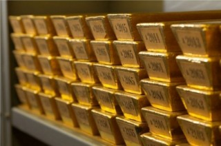 Kemilau Emas Dunia Hantam Dolar AS
