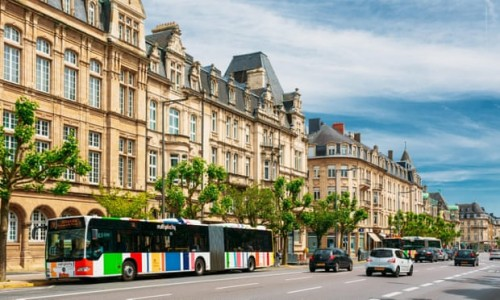 Salah satu sudut kota Luksemburg. (Foto: Ryhor Bruyeu/Alamy