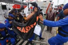 Basarnas Evakuasi Jenazah Korban KM Gerbang Samudra