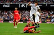 Ditahan Imbang Valencia, Sevilla Turun Takhta