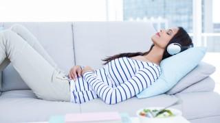 Risiko Mendengar Musik sambil Tidur