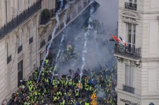 Hampir 1.400 Orang Ditangkap dalam Demo BBM Prancis