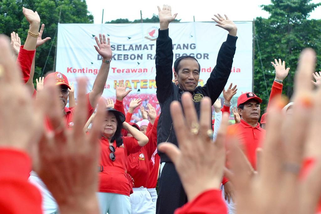 Jokowi Senam Tera Bersama Puluhan Ribu Terawan-Terawati