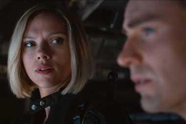 Scarlett Johansson dan Chris Evans dalam trailer Avengers