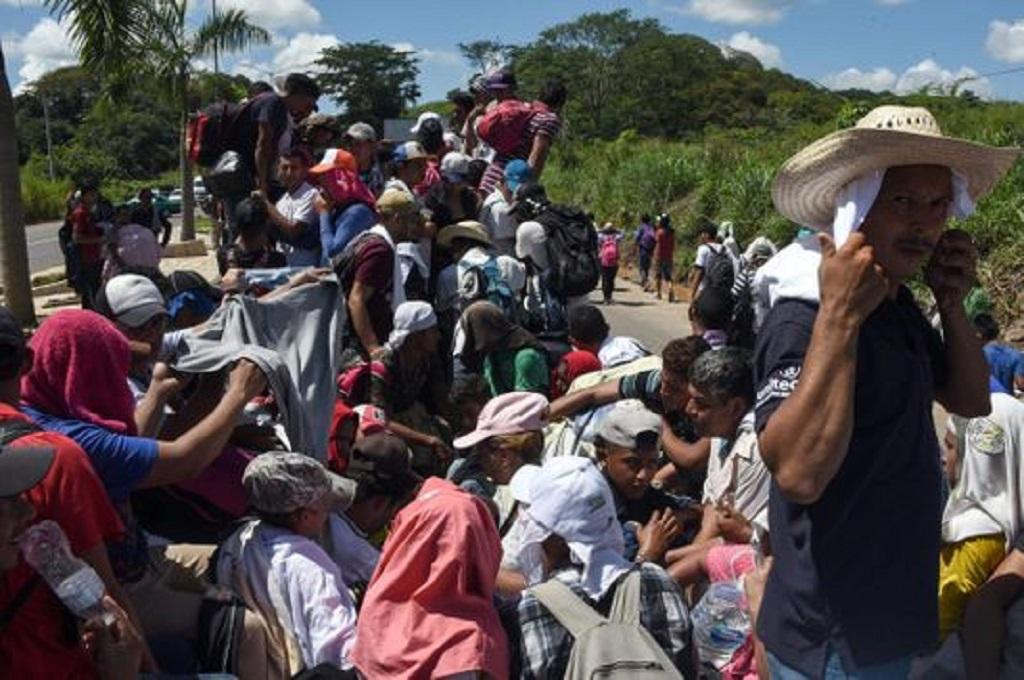 Ribuan imigran asal Amerika Tengah bergerak menuju Meksiko pada pertengahan Oktober 2018. (Foto: Johan Ordonez/AFP/Getty Images)