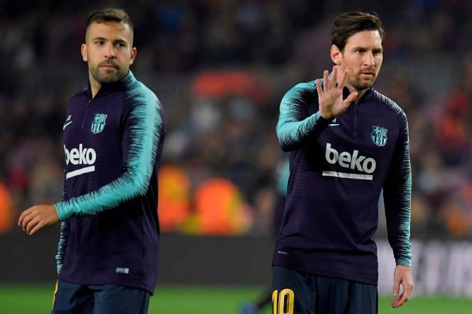 Lionel Messi (kanan) bersama Jordi Alba (AFP/Lluis Gene)