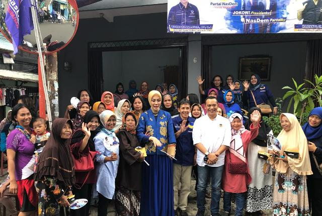 Calon legislatif Partai NasDem Okky Asokawati (tengah) saat bertemu konstituen. Foto: Dok.Istimewa