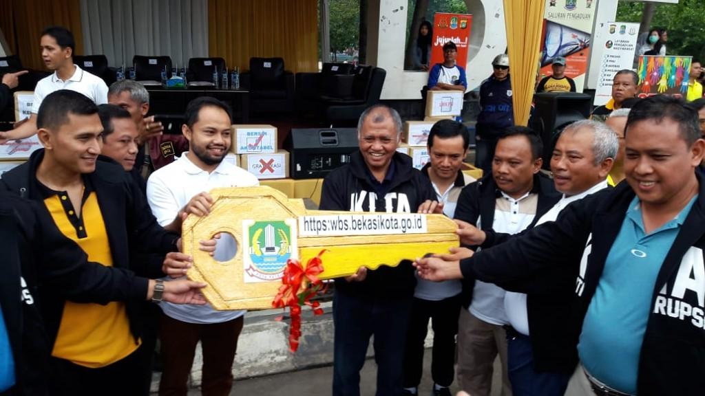 Ketua KPK Agus Rahardjo (tengah) di Bekasi. Foto: Medcom.id/Antonio.