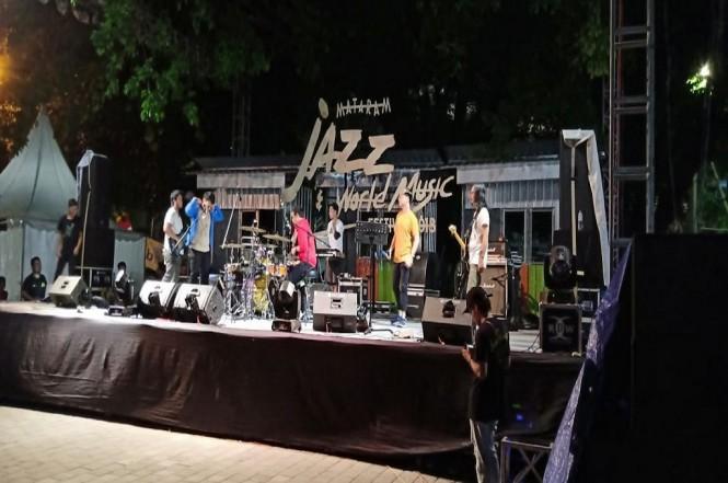 Beberapa musisi menampilkan pertunjukan musik jazz di Mataram Jazz Festival, Metro TV - Adhy Hendry