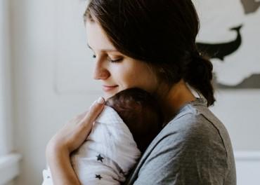Cara Bayi Mencintai Orang Tuanya