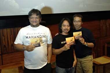 Produser Lemmy Ibrahim (kiri), Dewa Budjana (tengah) dan