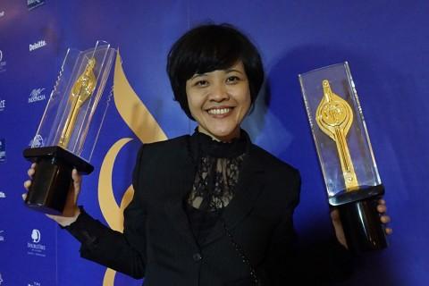 Mouly Surya dan Kisah Sepatu Lepas di Festival Film Indonesia