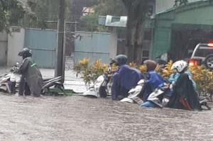 Jalan Dekat Monumen Pesawat Malang Banjir