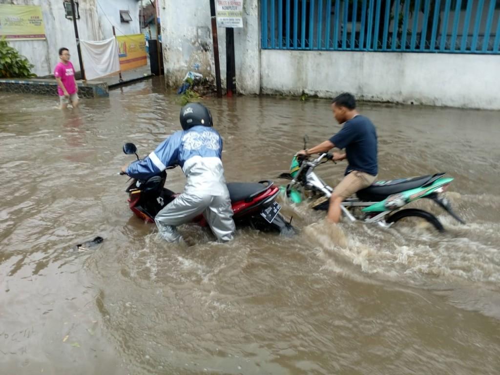 Banjir terjadi di sejumlah titik di Kota Malang, Jawa Timur, Senin, 10 Desember 2018. (Foto: Istimewa)