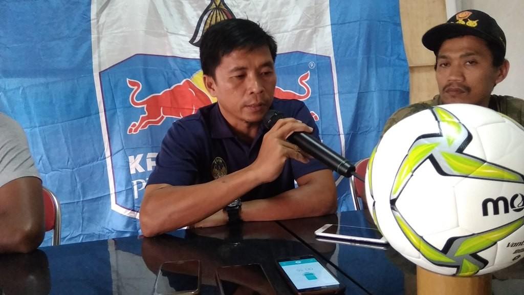 Pelatih PSIM Yogyakarta Bona Simanjuntak saat memberikan keterangan pers jelang babak 32 besar Piala Indonesia 2018 melawan PS Tira (Foto: medcom.id/Ahmad Mustaqim)