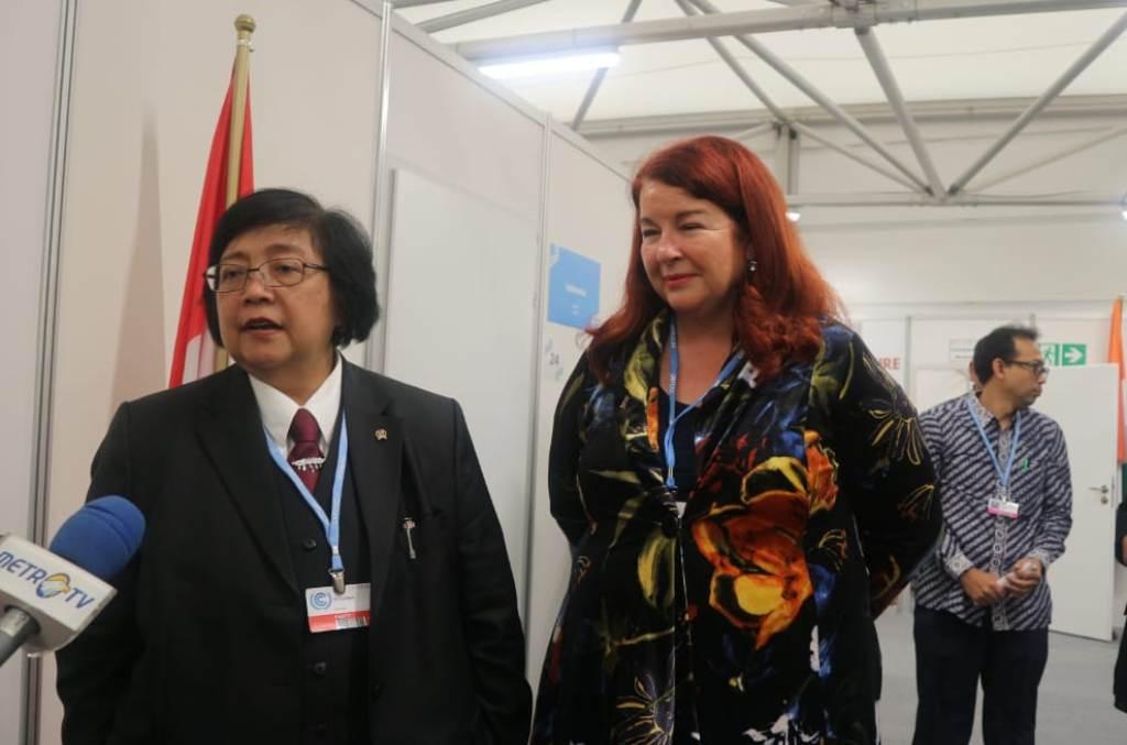 Menteri Lingkungan Hidup dan Kehutanan Siti Nurbaya Bakar dan Menteri Lingkungan Australia Melissa Price usai pertemuan tingkat menteri di Katowice, Polandia, Senin, 10 Desember 2018. (Medcom.id/Dheri)