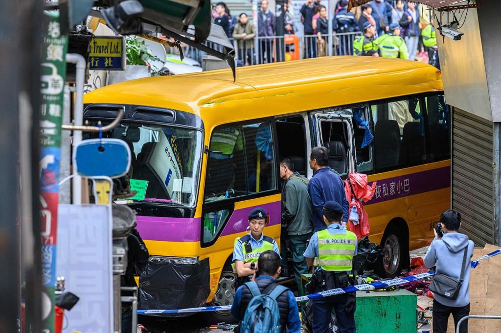 Bus Sekolah Seruduk Trotoar, 4 Orang Tewas