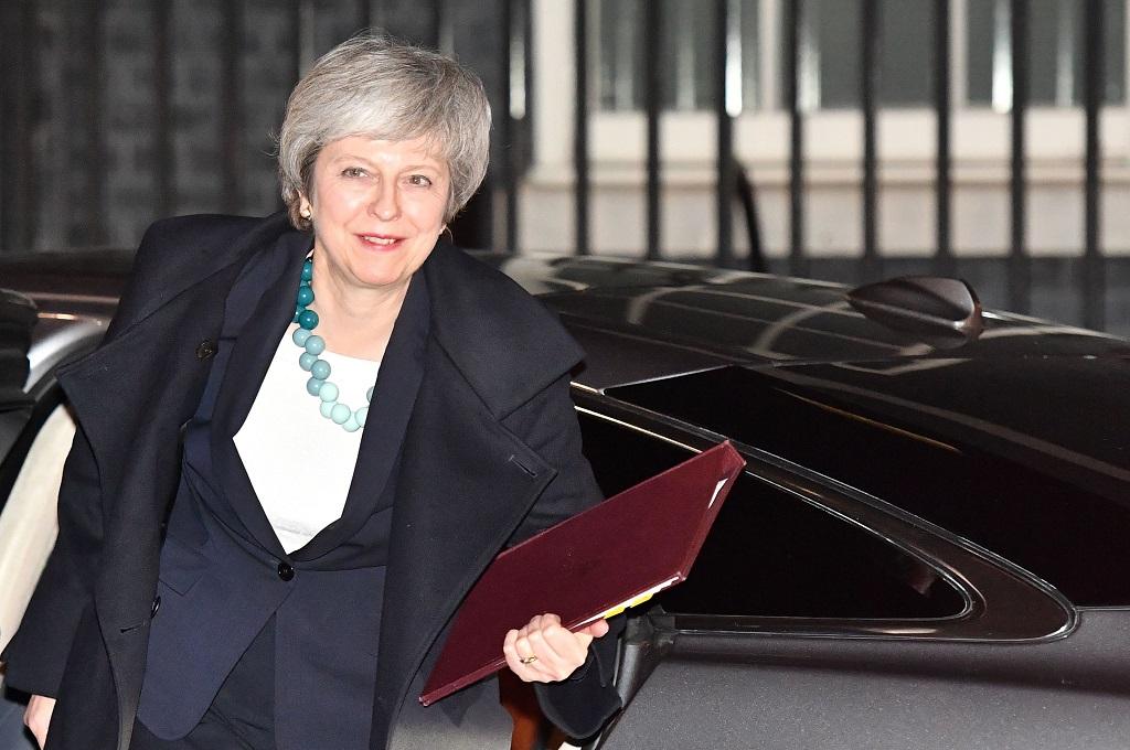 PM Inggris Theresa May kembali ke Downing Street di London usai menunda pemungutan suara perjanjian Brexit, 10 Desember 2018 (Foto: AFP/BEN STANSALL)