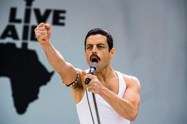 Rami Malek berperan sebagai Freddie Mercury dalam film Bohemian