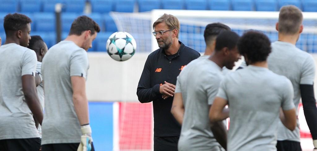 Skuat Liverpool sedang berlatih. (Foto: AFP/Daniel Roland)