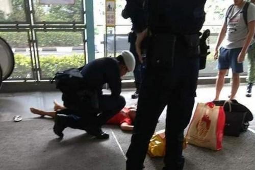 TKI di Singapura yang jatuh dari eskalator karena didorong