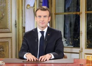 Demonstran Rompi Kuning Sebut Pidato Macron Sandiwara
