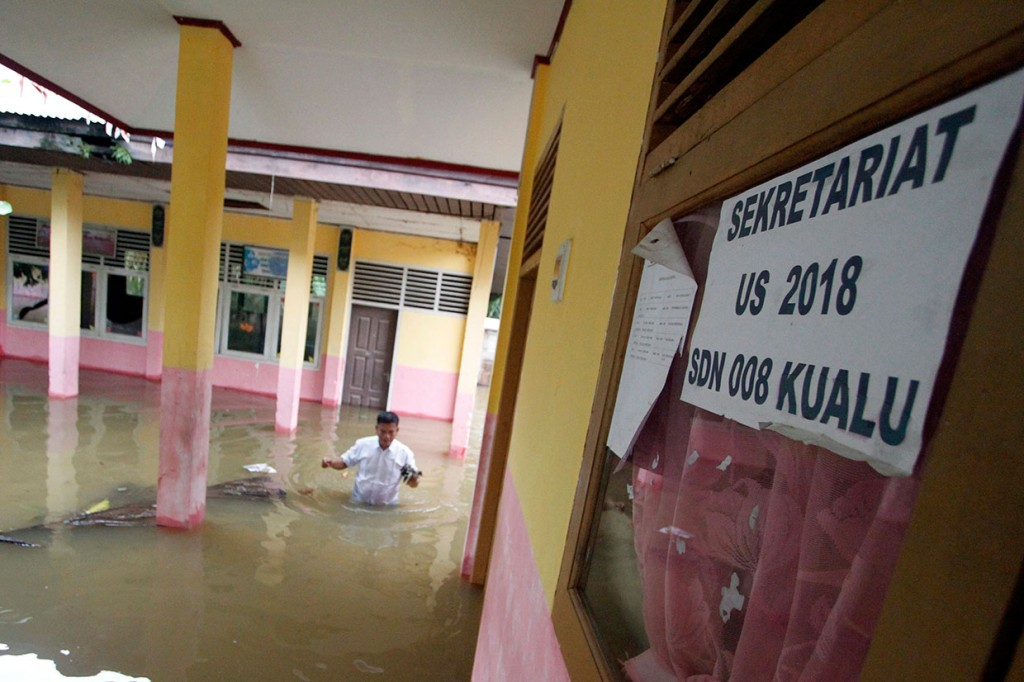 Banjir Lumpuhkan Aktivitas Sekolah di Kampar