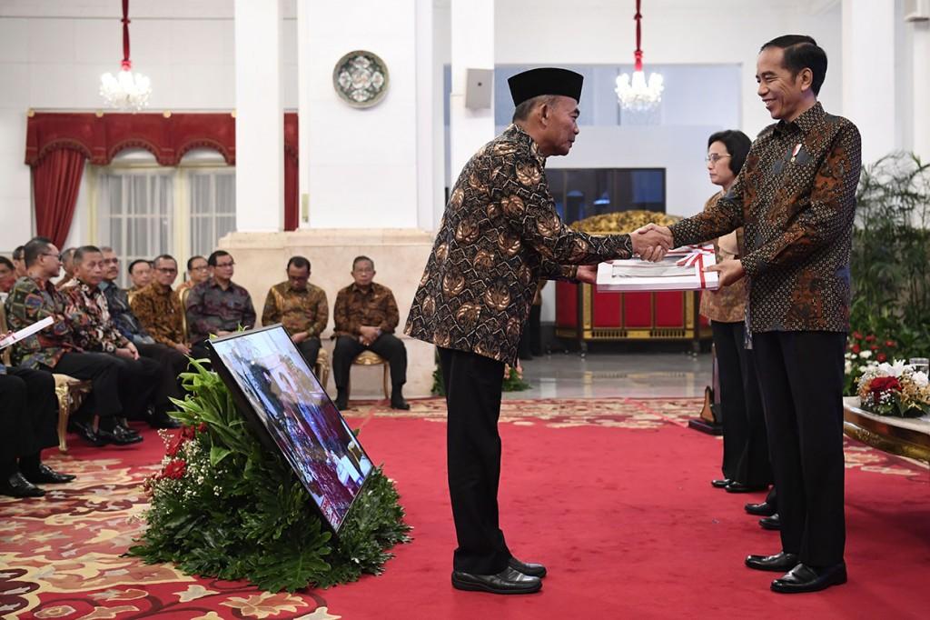 Jokowi Serahkan DIPA dan TKDD 2019