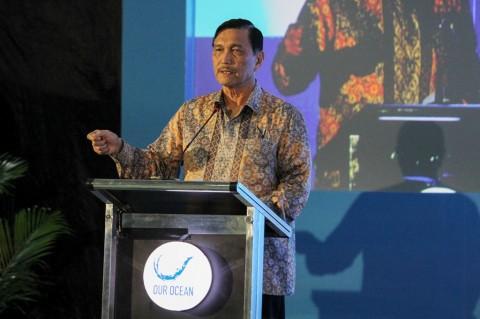 Indonesia Buat Kapal Pengumpul Sampah Laut