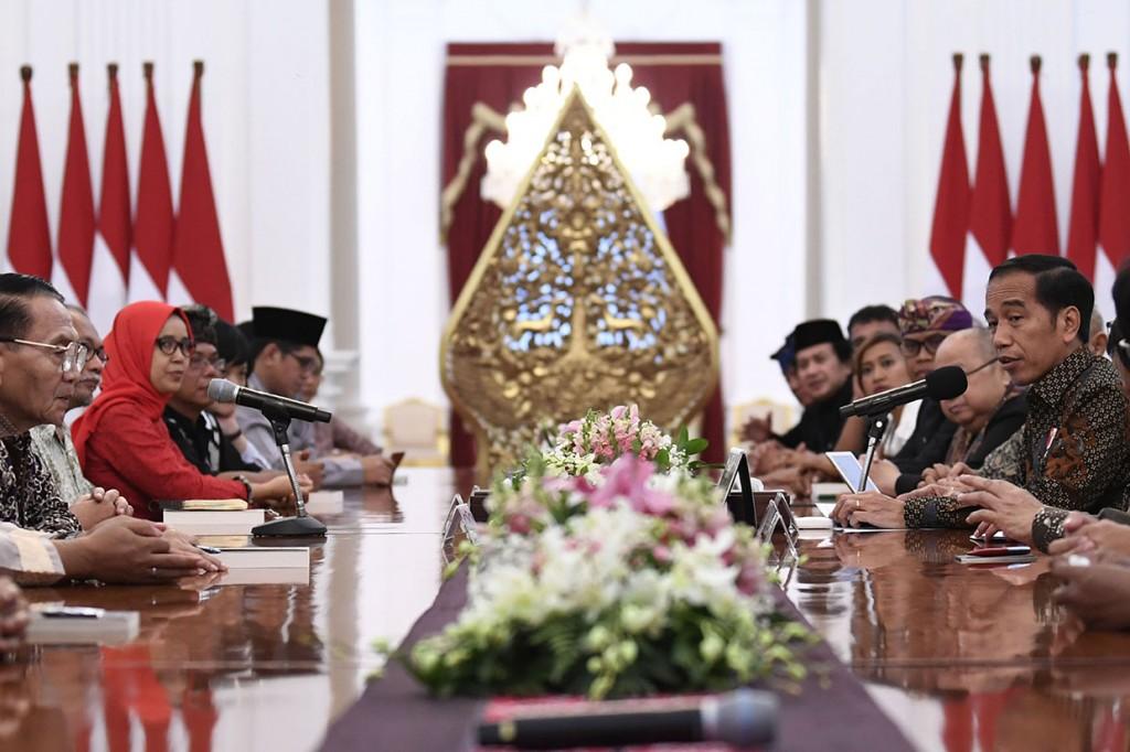 Jokowi Bertemu Seniman dan Budayawan di Istana