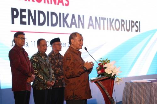 Ketua KPK Agus Rahardjo (kanan) berpidato soal pendidikan antikorupsi di Jakarta, Selasa (11/12/2018). Foto: MI/Adam Dwi