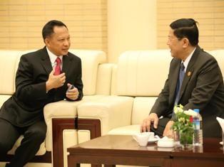 Kapolri Jenderal Muhammad Tito Karnavian (kiri) memimpin delegasi Indonesia dalam pertemuan tingkat menteri ASEAN untuk penanggulangan kejahatan transnasional. Foto: MI/Haufan Hasyim Salengke.