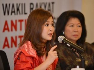 Ketua Umum Partai Solidaritas Indonesia (PSI) Grace Natalie (kiri). Foto: Antara/Wahyu Putro A.