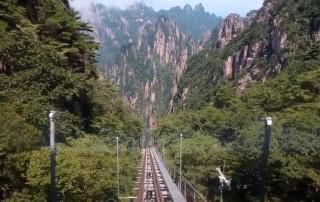 Menikmati Pegunungan Huangshan di Tiongkok tanpa Rasa Capek