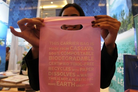 Ritel di Bekasi Diimbau Gunakan Plastik Ramah Lingkungan